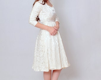 1950s Fit and Flare Satin Brocade Wedding Dress • 50s Vintage Ivory Bridal Gown • Full Circle Skirt • Small • White