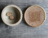 Ceramic nutmeg grater lidded jar vessel for nutmeg lid with grating surface for nutmeg garlic ginger multifunctional container with lid