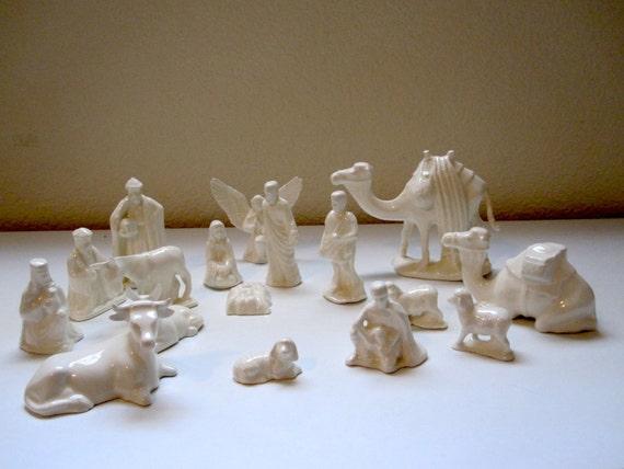 Vintage Nativity Set 17 Pieces White Ceramic by RosaMarCeramics