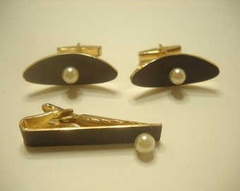 Vintage Gold Tone & Faux Pearl Tie Clip and Cuff Links (3328)