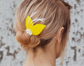 Sunny yellow feather fascinator, bridal fascinator, bridesmaid hair accessory, feather hair clip, bridesmaid hair clip, headpiece, wedding
