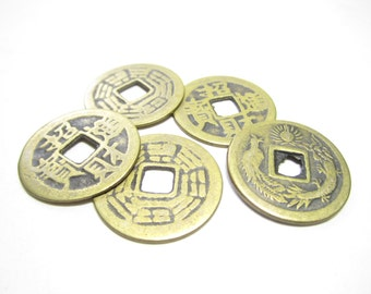 5 vintage style Chinese coins for I Ching, reproduction Qing dynasty brass coins for jewelry designs, lucky coins in brass, i ching coins