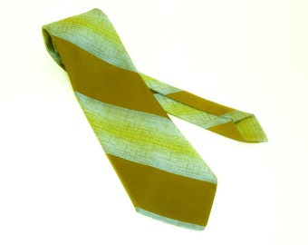 1970s Wide Striped Tie Mens Vintage Disco Era Olive Green & Blue Textured Polyester Necktie with diagonal stripes Wemlon by Wembley
