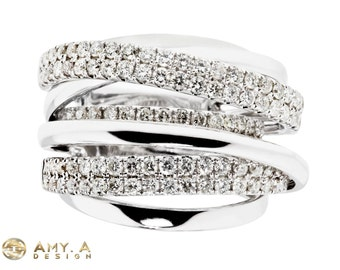 Beautiful 18k white gold with round brilliant right hand ring.130-00049