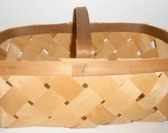 Vintage Weaved Basket, Woven, Large, Basket with Handle, Sewing Basket, Gathering Basket, Knitting Suppies, Craft Supplies, Craft Basket