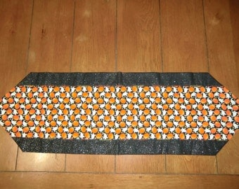 Table Runner - Halloween - Lots of Ghosts & Pumpkins - Glitter Back