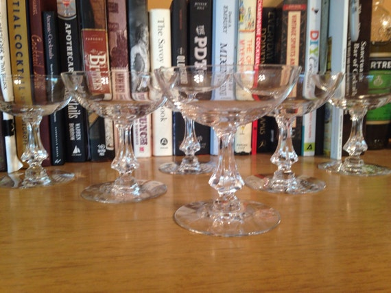 Vintage Coupe : Set of 6 matching coupes with beautiful stems (5 ounces)