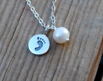 Sterling silver baby footprint necklace, baby footprint necklace, footprint necklace with freshwater pearl, baby necklace, new mommy gift