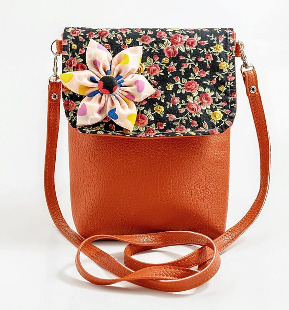orangeinidea Official Store has All Kinds of Fun Red Lobster Chain Crossbody Bag for Women Pu Leather Small Purse Pouch Ladies Cute Shoulder Bag Female Flap Messenger Bag,Teenage Girl Crossbody Bag Hologram Shine Leather Handbags Holographic Laser Silver Messenger Bag Ulzzang Fashion Satchels,Women Waist Bag Pu Leather Multifuction Fanny Pack Women Walking Shopping .