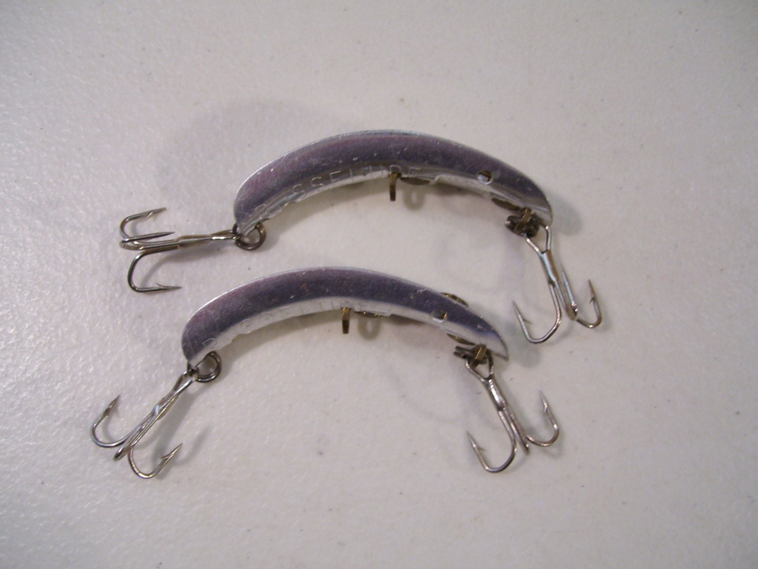 Lot of 2 antique russelure fishing lures no 2 1950 39 s for Antique fishing lures prices