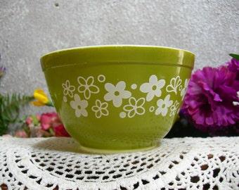 Pyrex 401 Avocodo Spring Blossom 1 1/2 Pint Mixing Bowl