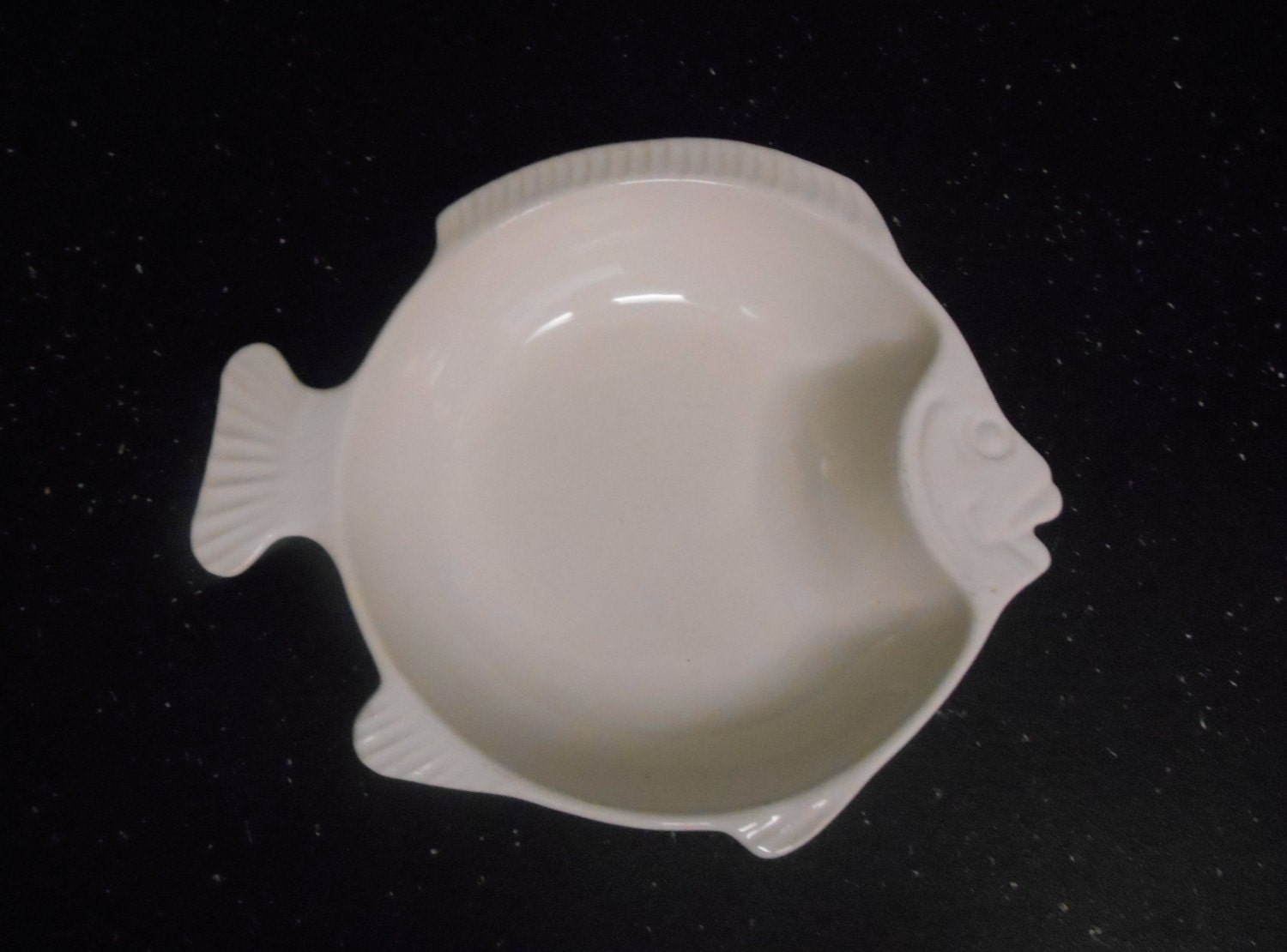 Ceramic fish shaped serving bowl beach by southernwaterlillies for Fish shaped bowl