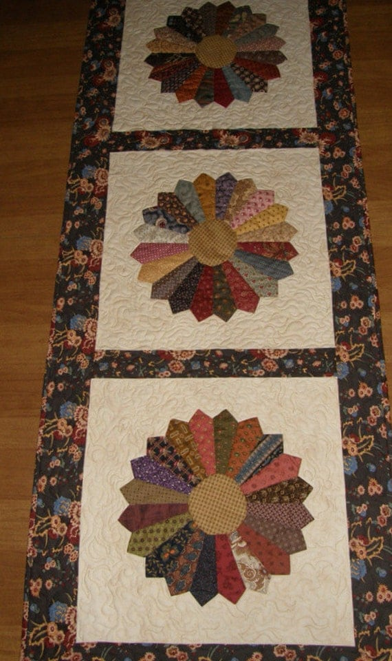 Quilted Table Runner Dresden Plate Quilt