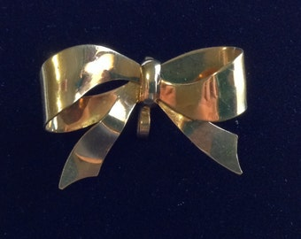 Vintage 1970's Carl Art Gold Bow Brooch (WhtD3)
