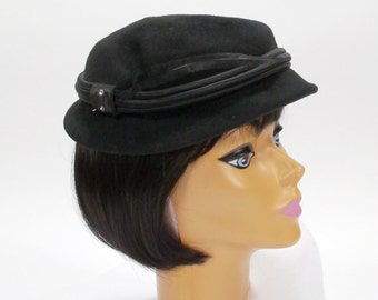 Vintage Woman's Hat - DOESKIN Black Wool Felt Ladies Hat with Feather - Size Large - Church Hat - Mid Century Hat