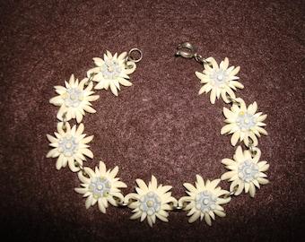 Vintage Plastic Mum chrysanthemum  Bracelet
