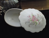 delicate, 1950's fine china 'bathtub oyster' ring holder