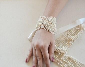 Pearls Wedding Cuff, Bridal Pearl Cuff, Wedding Bracelet, Vintage Style Cuff, Wedding Jewelry, Wedding  Accessories