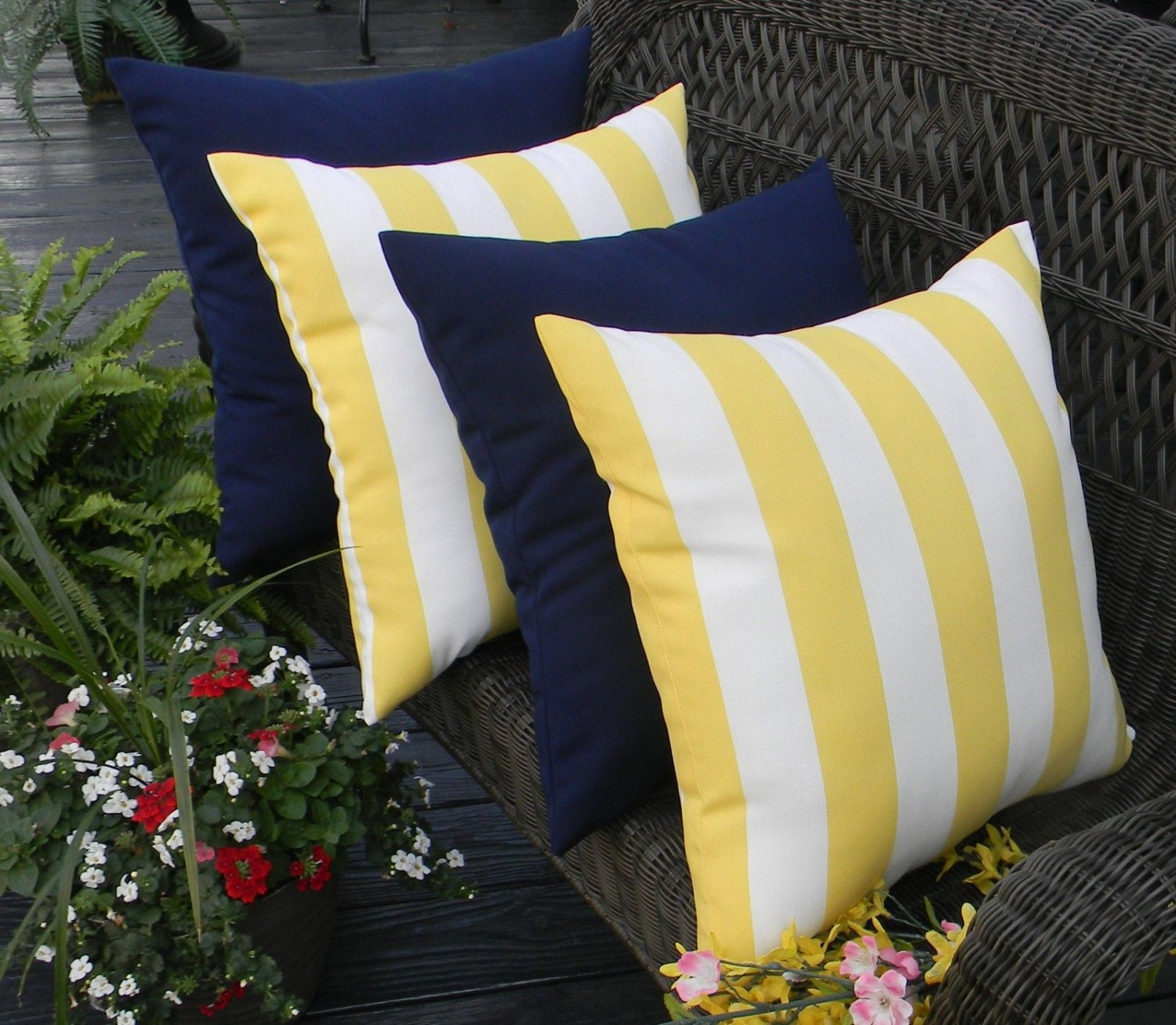 Set Of 4 20 Yellow And White Stripe Amp Solid Dark Blue