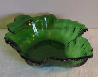 Vintage Maple Leaf Dish, Anchor Hocking Forest Green Glass, Candy or Nuts Serving Bowl, Leaf Shaped Relish Serving Dish, Retro Trinket Tray