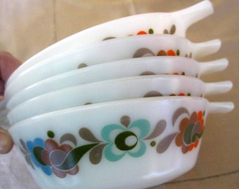 RESERVED please dont buy Vintage JAJ Pyrex Carnaby bowl