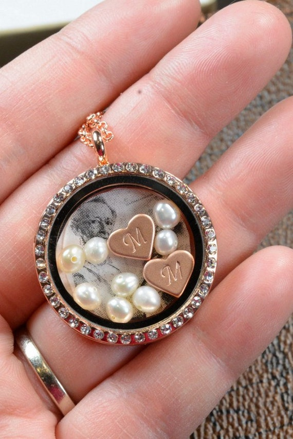 Items similar to Personalized Family necklace,Grandma, Mom ...