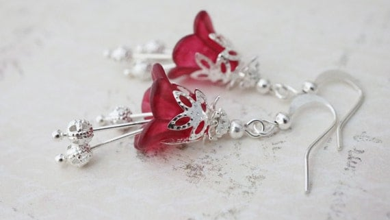 20% off Sale! Earrings, Red and silver lucite flower dangle earrings No. 362