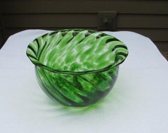 Vintage Mid Century Forest Green Glass Swirled Hand Blown Ruffled Rim Dish/Bowl
