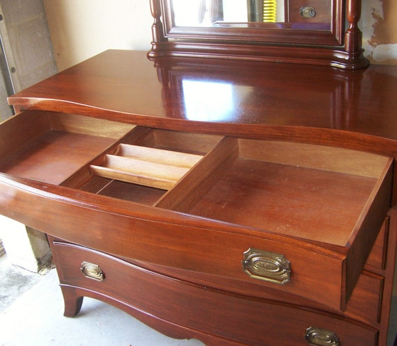 Reduced continental furniture co mahogany bedroom dresser for Continental furniture company bedroom