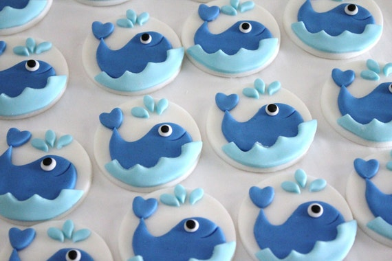 Items similar to 12 Whale Edible Fondant Cupcake Topper on ...