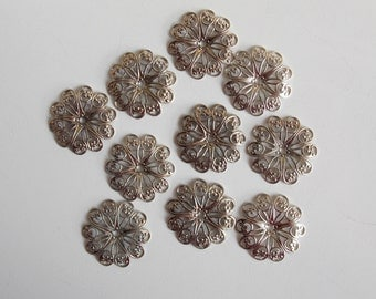 15 Vintage filigree disc, 27mm, metallic disc, 15 pieces jewelry connector, antique findings, silver flower, craft, tassels, diy.