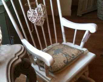 Pretty vintage country cottage farmhouse rocking chair