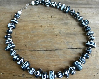 Vintage Mod Black & White Necklace
