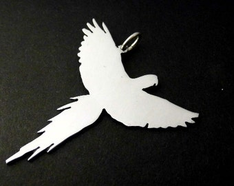 Macaw in flight Sterling Silver pendant 45mm