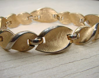 1950's gold tone links bracelet.  Textured mid century classic perfect for any occasion or with jeans and a tee.