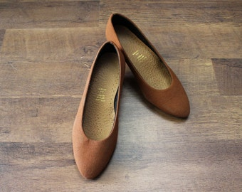 Pointed toe shoes/ Small Heel Vegan Shoes Size 6.5/ Vintage Brown Canvas Heels Pumps