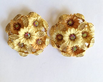 Sale: Vintage Coro Daisy Clip On Earrings