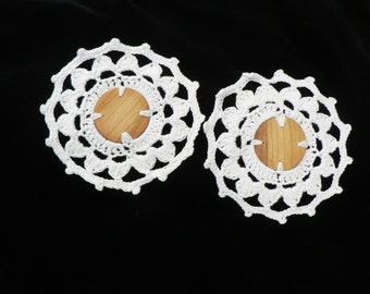 Set of 2 Crochet eco friendly trivets hot pad with wooden middle - white