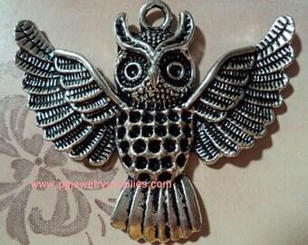 Large pewter silver tone owl bird charm pendant B - 1 piece lot l