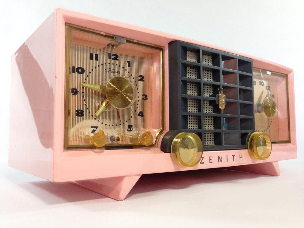 Vintage Zenith Clock Radio, Model T522R, AM Band, 5 Tubes ... |Zenith Clock Radio