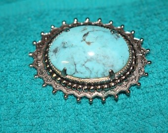 Beautiful and Stunning Turquoise Brooch - Vintage