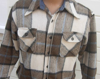 Size M (40R-41R) ** Heavy 1960s Plaid Wool Jacket with Thick Furry Liner