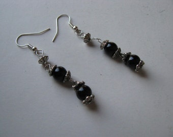Vintage earrings with insert of indian silver and black pearls
