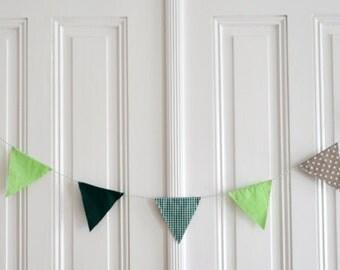 Pennant green patterned beige