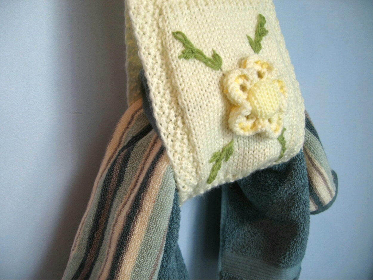 Knitting Patterns Holders For Towels : Hand knit towel and toilet paper holder knit bathroom