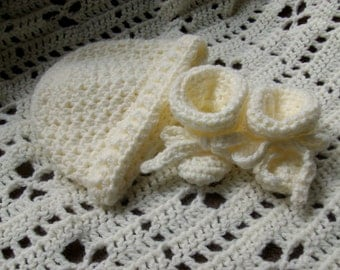 Baby Soft Yellow Blanket, Hat and Booties