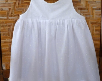 Shirred girl dress in white plumetis cotton