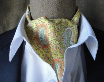 Paisley print cravat in shades of lemon.