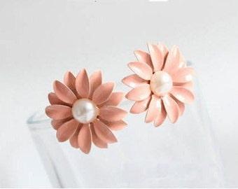 Pink Flower Pearl Stud Earring