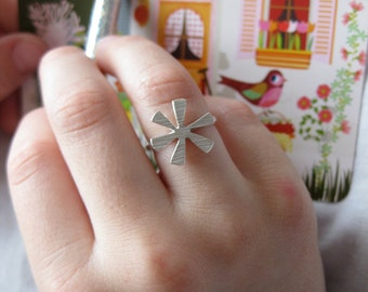 Sparkling star - ring made of silver with a fine structure